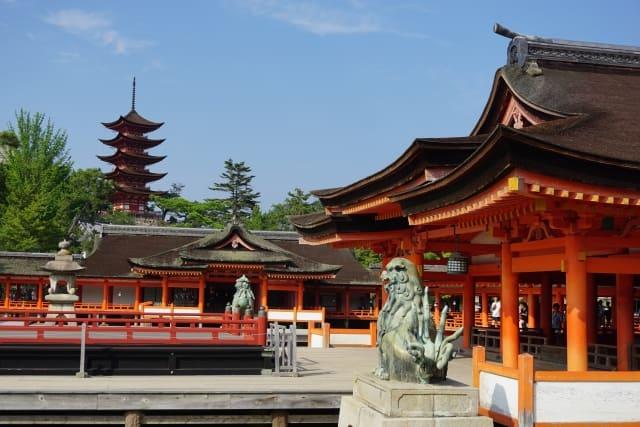 レース場から厳島神社が見える